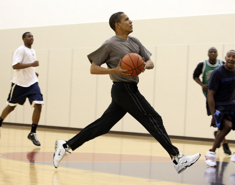 obama-playing-basketball